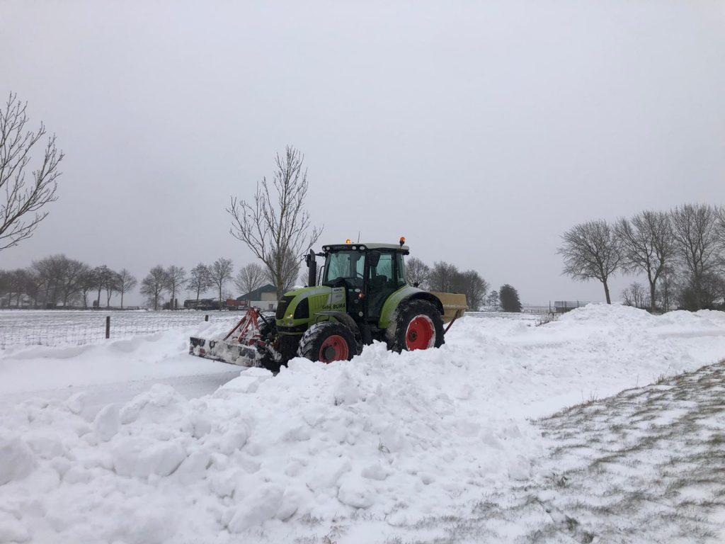 Sneeuwschuiven en zoutstrooien